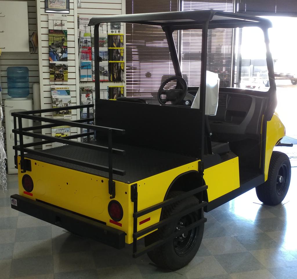 2017 Columbia Heavy Duty Utility Vehicle Yellow